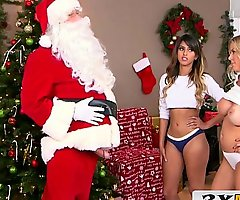 Two-faced santa acquires favourable - mummy & latin chick stepdaughter - alexis fawx, sophia leone