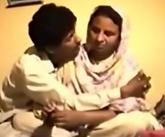 Shy Reluctant Desi Aunty gets Fucked primarily Pic for Money
