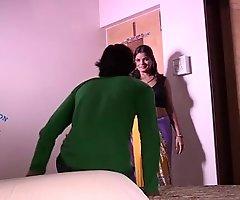 Indian Shruti Bhabhi Amour with Servant
